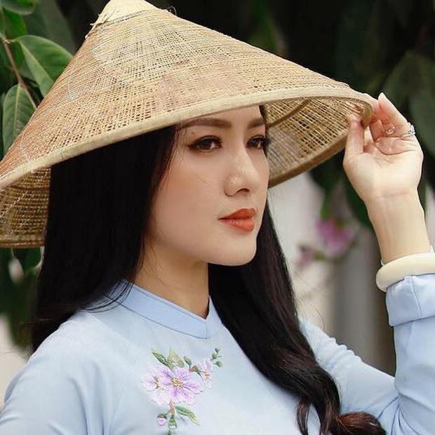 BTV Hoài Anh tiếp tục giật spotlight khi chung khung hình với thí sinh Hoa hậu kém mình 20 tuổi-4