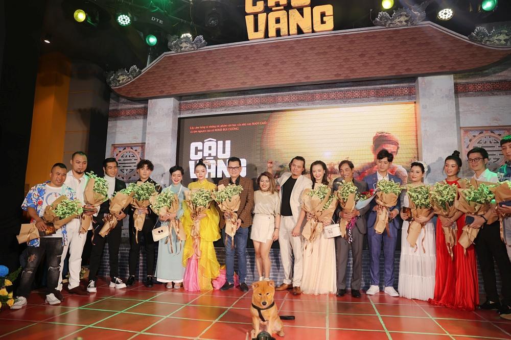 Vợ chồng Tăng Thanh Hà cùng gia đình đại náo thảm đỏ ra mắt phim Cậu Vàng-2