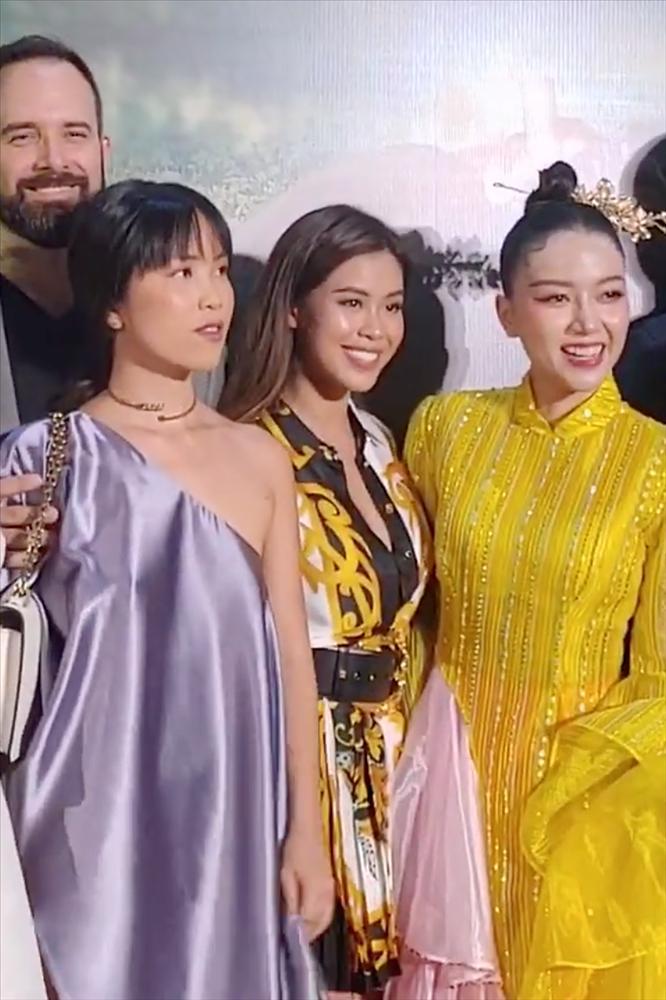 Vợ chồng Tăng Thanh Hà cùng gia đình đại náo thảm đỏ ra mắt phim Cậu Vàng-4