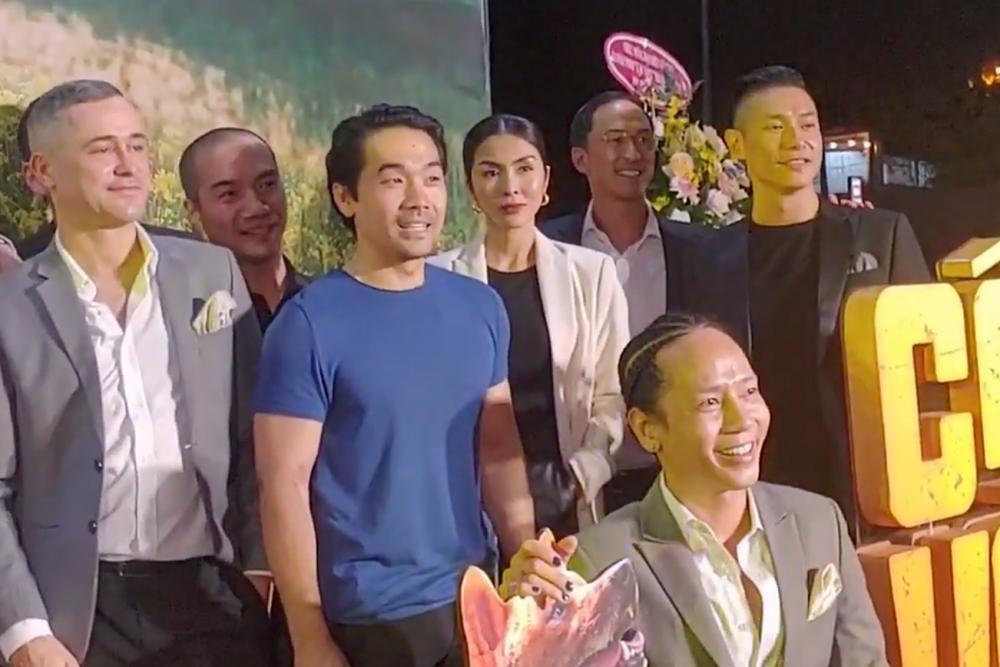 Vợ chồng Tăng Thanh Hà cùng gia đình đại náo thảm đỏ ra mắt phim Cậu Vàng-5