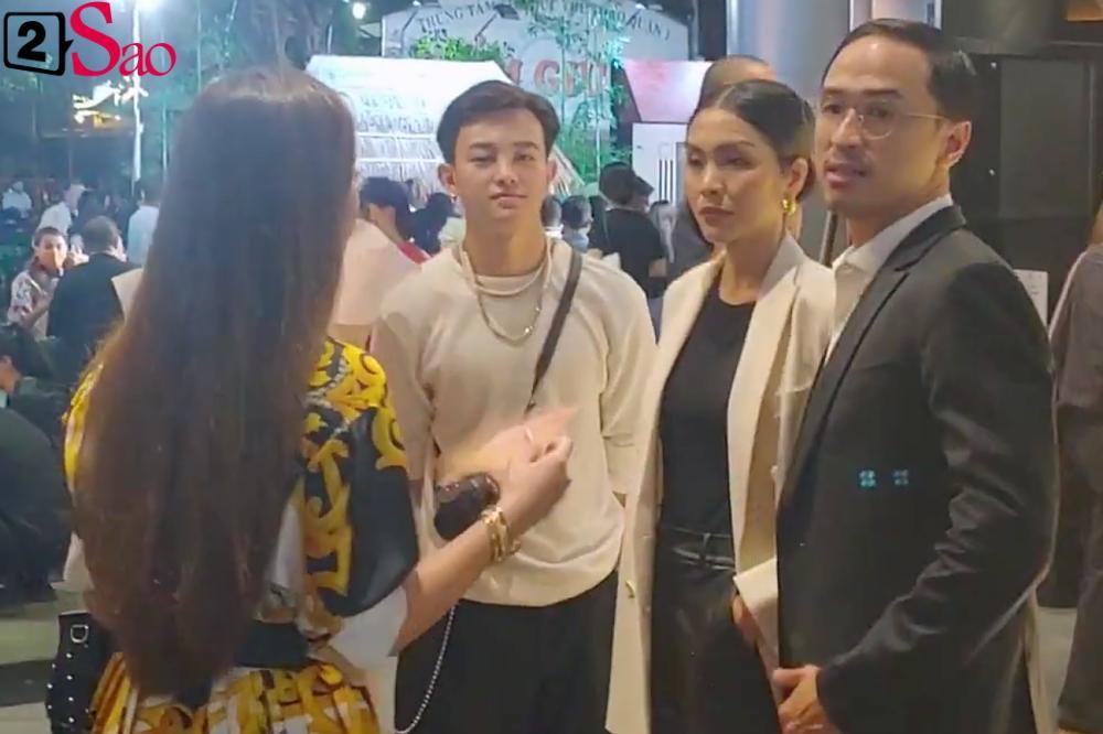 Vợ chồng Tăng Thanh Hà cùng gia đình đại náo thảm đỏ ra mắt phim Cậu Vàng-9