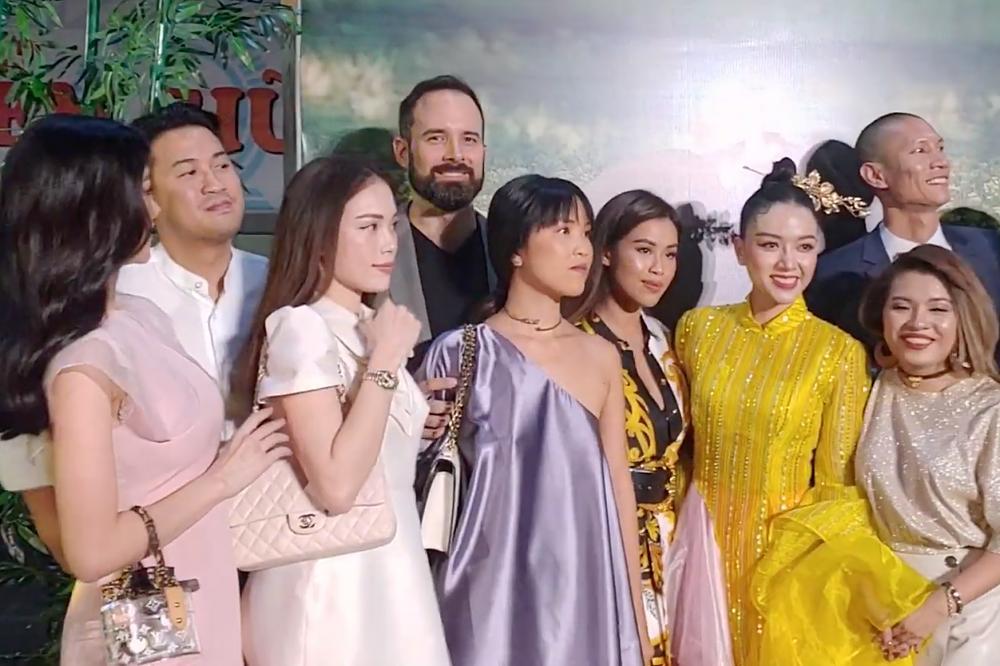Vợ chồng Tăng Thanh Hà cùng gia đình đại náo thảm đỏ ra mắt phim Cậu Vàng-6