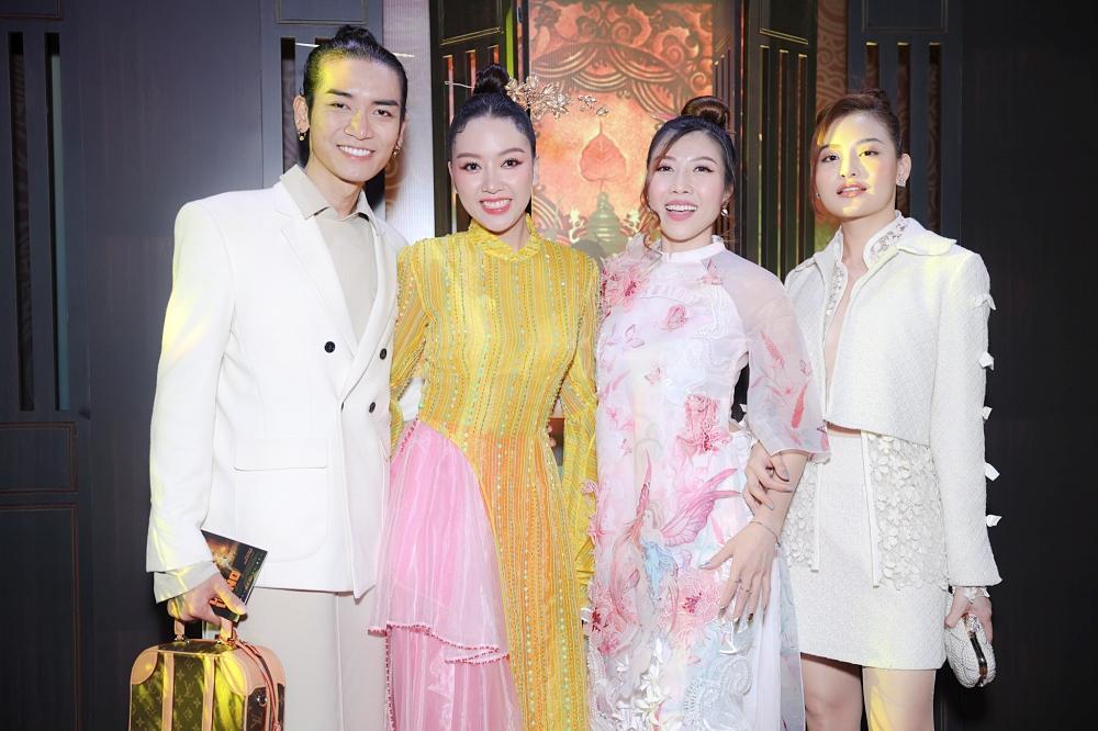 Vợ chồng Tăng Thanh Hà cùng gia đình đại náo thảm đỏ ra mắt phim Cậu Vàng-13