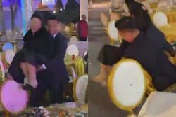 Bùi Tiến Dũng 'ngã sấp mặt' vì bế khách nữ trong đám cưới ở Bắc Ninh