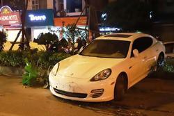 Clip: Tài xế nghi bị đột qụy, xe Porsche mất lái 'cày nát' dải phân cách