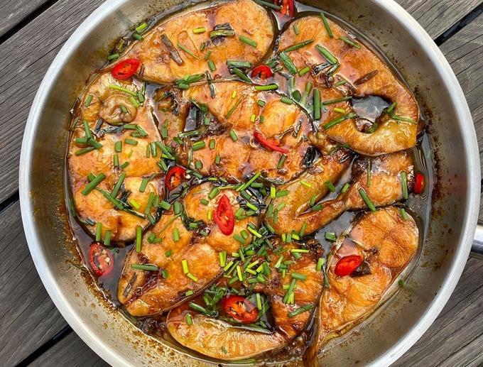 Cá hú kho tộ với đường dừa của Tăng Thanh Hà-1