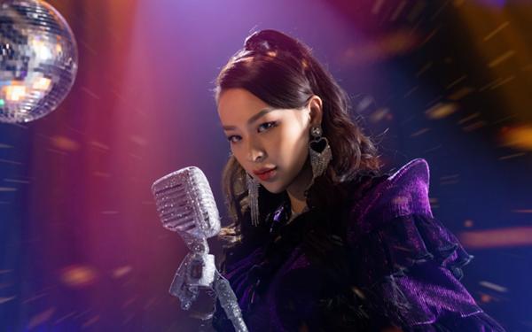 Phí Phương Anh tự xưng Nữ hoàng nhạc dance, netizen giật nảy: Ai ủng hộ?-1