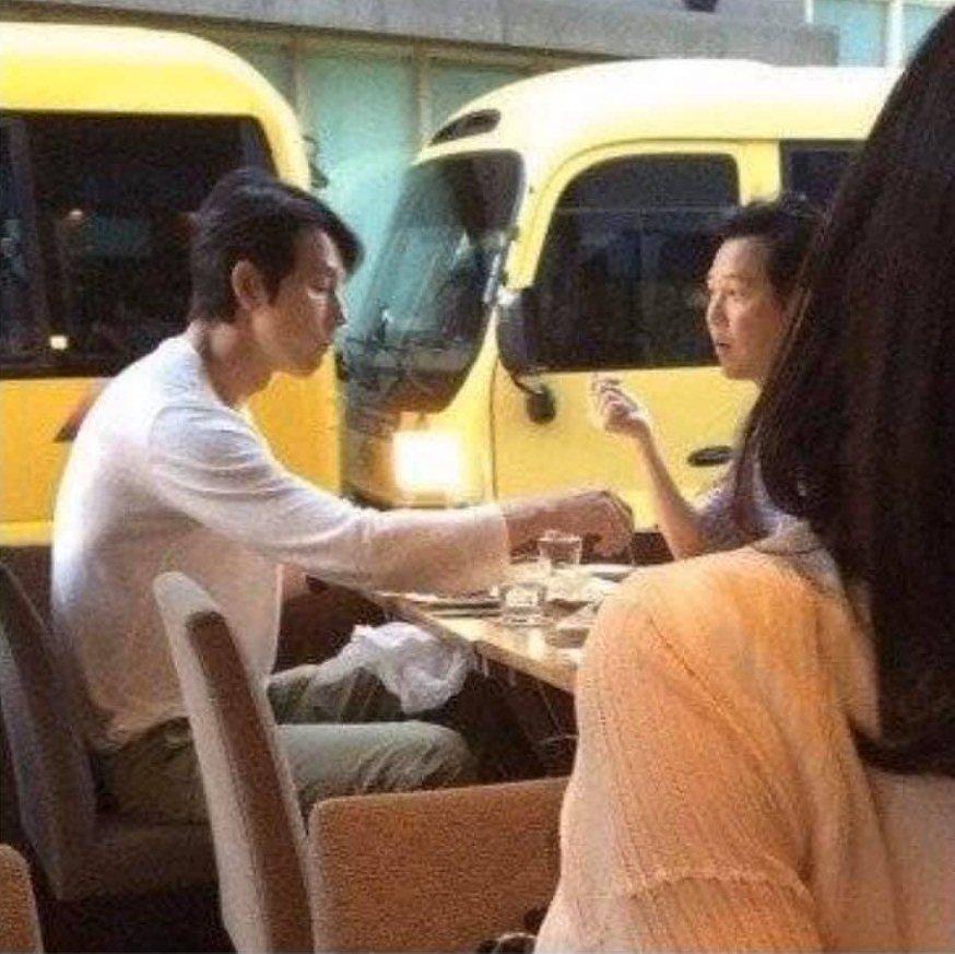 Dàn sao Hàn hạng A trông thế nào khi bị bắt gặp tại quán ăn bình dân?-2