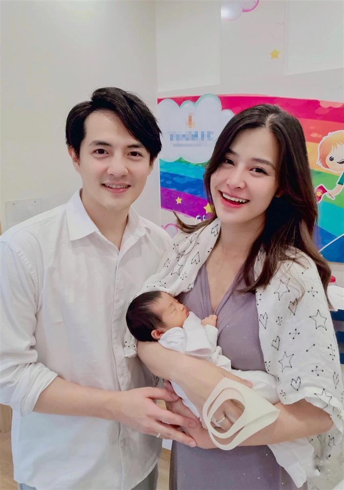 Ông Cao Thắng khoe ảnh sexy của con gái hơn 2 tháng tuổi-4
