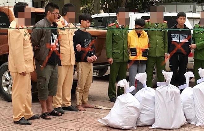 Cảnh sát bắn chỉ thiên, chặn xe ô tô chở 8 bao tải ma túy trị giá cả trăm tỷ đồng-1