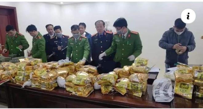 Cảnh sát bắn chỉ thiên, chặn xe ô tô chở 8 bao tải ma túy trị giá cả trăm tỷ đồng-2