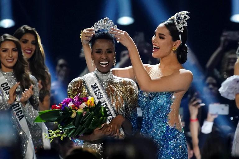 Lố như fan Việt: Một bước đưa Khánh Vân lên ngôi Miss Universe 2020-1