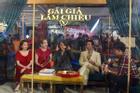 Kaity Nguyễn và dàn sao 'Gái già lắm chiêu V' bị nhốt trong lồng kính giữa trung tâm thương mại