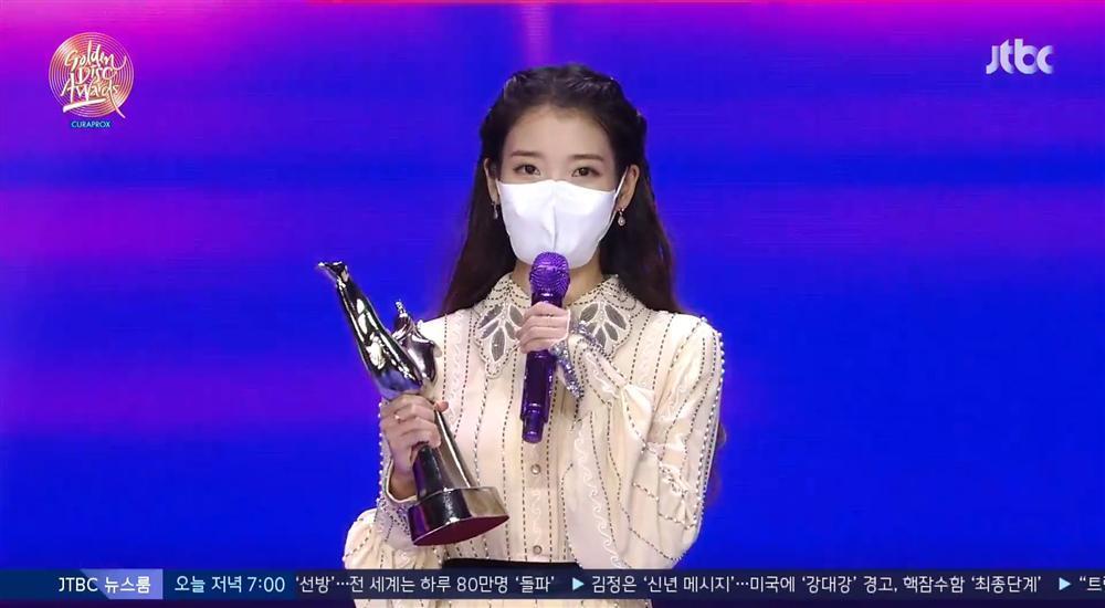 Golden Disc Awards Day 1: IU giật Daesang Digital, Jungkook tóc bạch kim náo loạn MXH-3