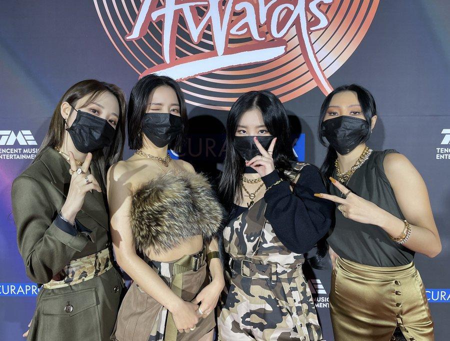 Golden Disc Awards Day 1: IU giật Daesang Digital, Jungkook tóc bạch kim náo loạn MXH-2