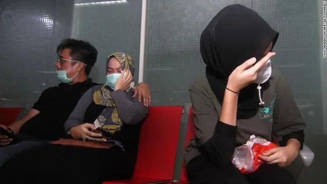 Máy bay rơi ở Indonesia: 10 đứa trẻ cùng cặp đôi vừa cưới, thân nhân bàng hoàng đau đớn-2