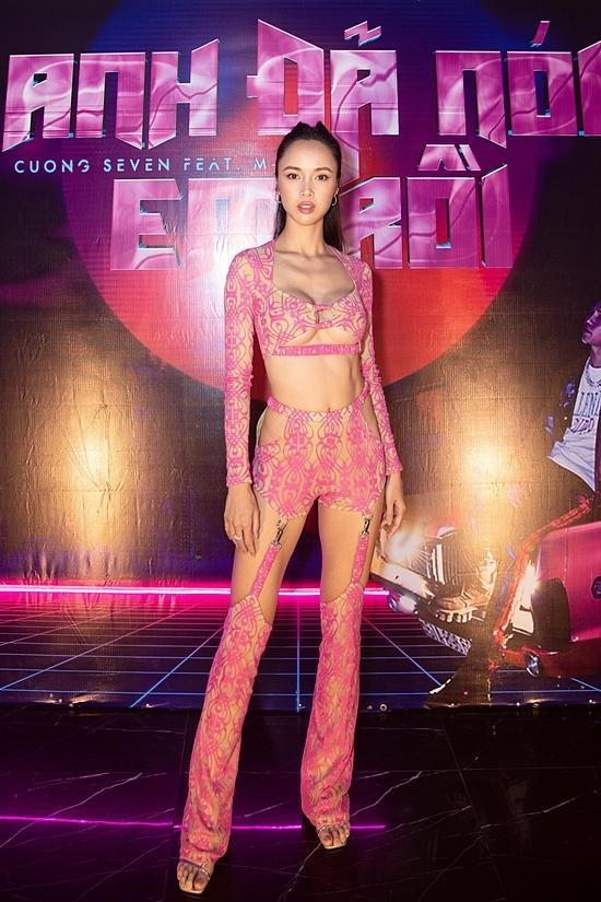 Vũ Ngọc Anh mặc đồ xuyên thấu như nội y trong tiệc sinh nhật Cường Seven-1