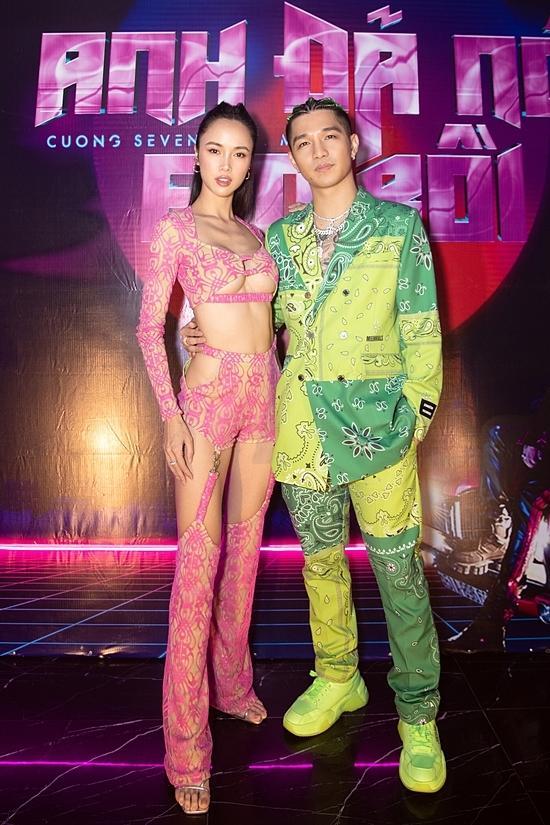 Vũ Ngọc Anh mặc đồ xuyên thấu như nội y trong tiệc sinh nhật Cường Seven-2