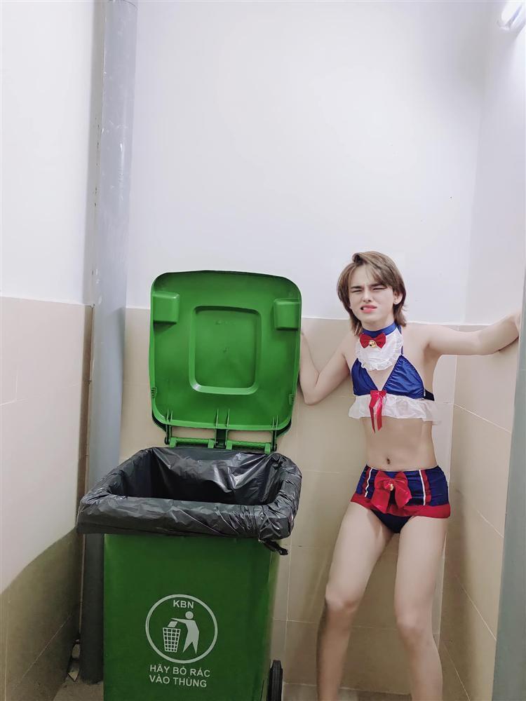 Trần Đức Bo gây sốc khi diện bikini, giả làm xác chết chụp ảnh trên đường-4