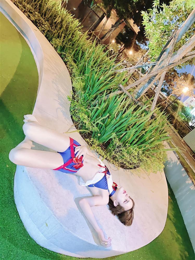 Trần Đức Bo gây sốc khi diện bikini, giả làm xác chết chụp ảnh trên đường-3