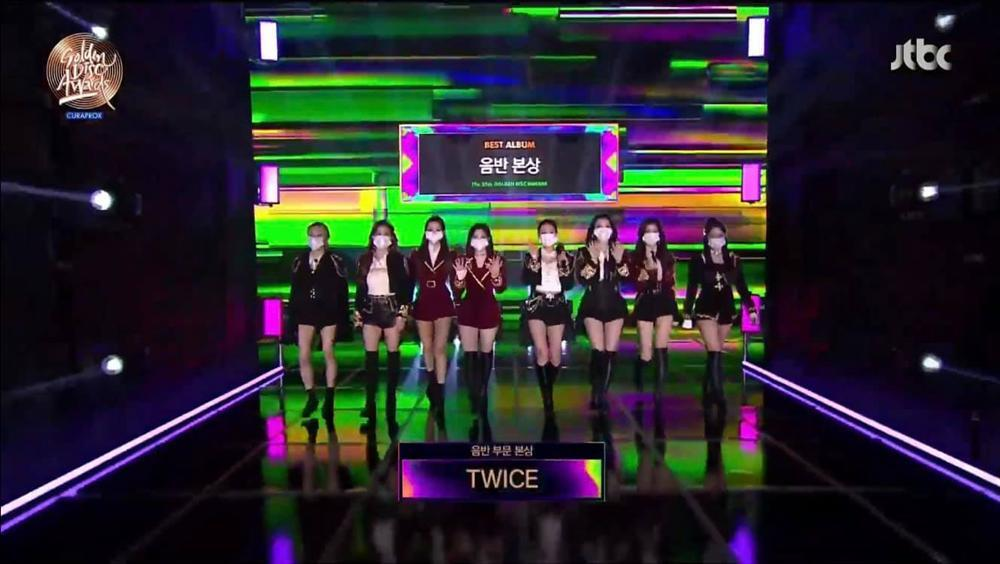 Golden Disc Awards Day 2: BTS ẵm Daesang 5 năm liên tiếp, Suga chính thức tái xuất trình diễn cùng nhóm-2