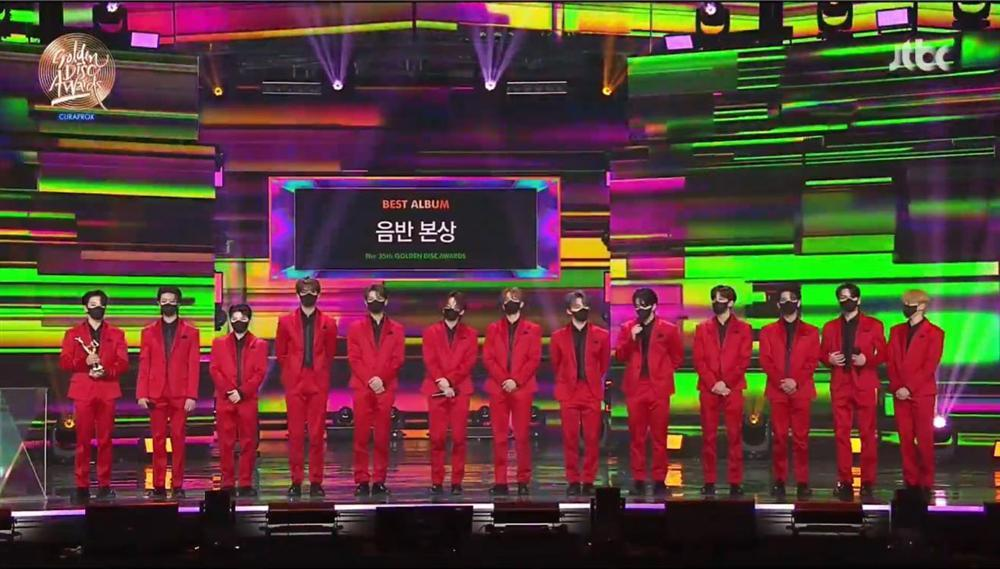 Golden Disc Awards Day 2: BTS ẵm Daesang 5 năm liên tiếp, Suga chính thức tái xuất trình diễn cùng nhóm-3