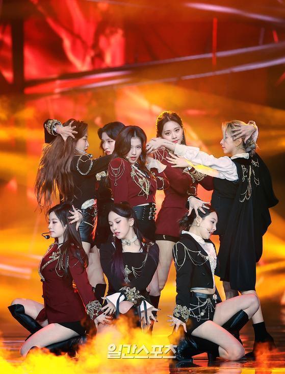 Golden Disc Awards Day 2: BTS ẵm Daesang 5 năm liên tiếp, Suga chính thức tái xuất trình diễn cùng nhóm-9