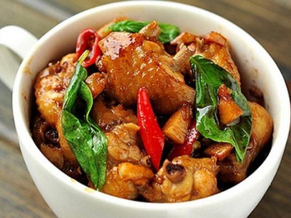 Lá gia vị quen mà lạ giúp món thịt gà rang dậy mùi thơm, ngon tốn cơm-3