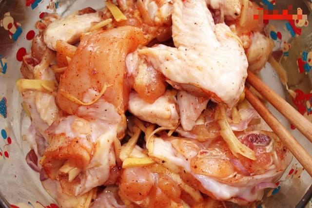 Lá gia vị quen mà lạ giúp món thịt gà rang dậy mùi thơm, ngon tốn cơm-2
