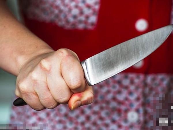Bị vợ dùng dao cắt phăng của quý vì dám ngoại tình-1