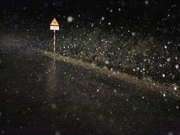 Ngay lúc này: Y Tý tuyết rơi trắng xóa khác nào Hàn Quốc-1