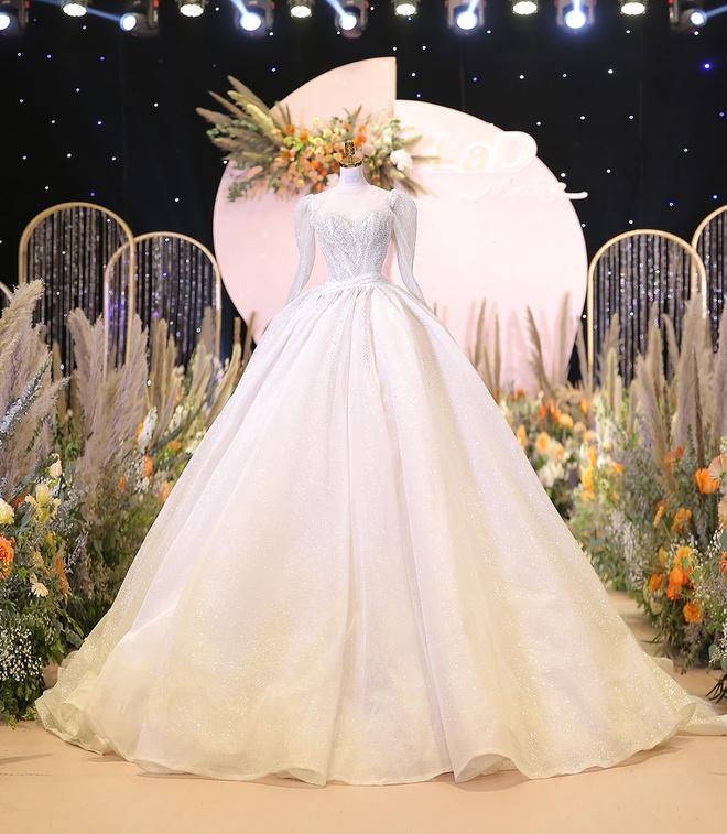 Bà xã Bùi Tiến Dũng chi 1,7 tỷ đồng cho váy cưới trong 3 lần tổ chức hôn lễ-4