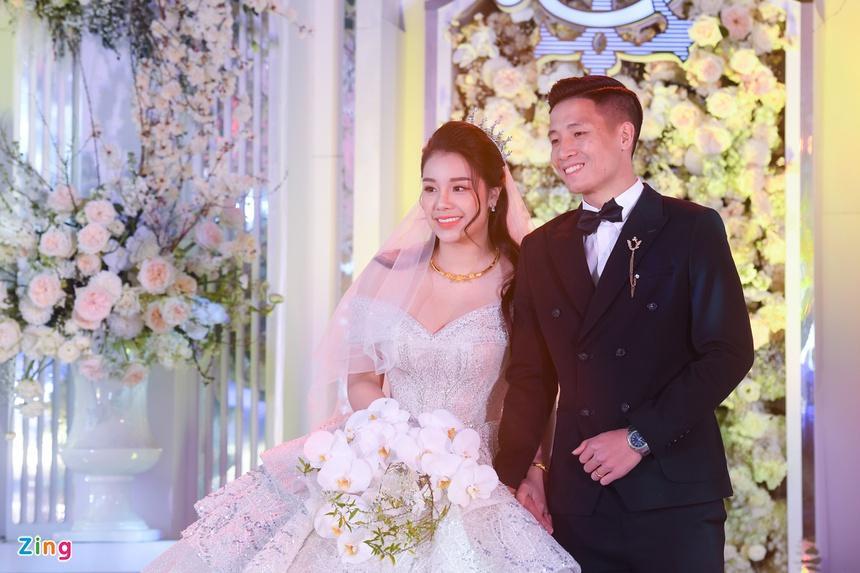 Bà xã Bùi Tiến Dũng chi 1,7 tỷ đồng cho váy cưới trong 3 lần tổ chức hôn lễ-5
