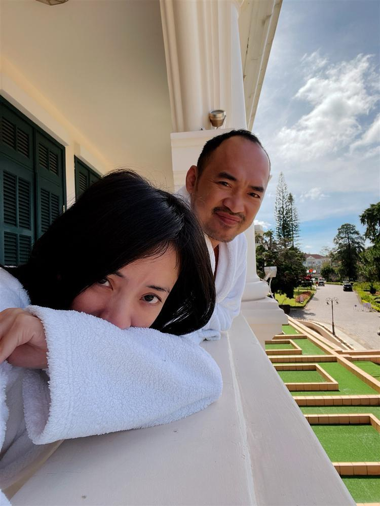 Tiến Luật bị Thu Trang chơi khăm ngày kỷ niệm 10 năm cưới-2
