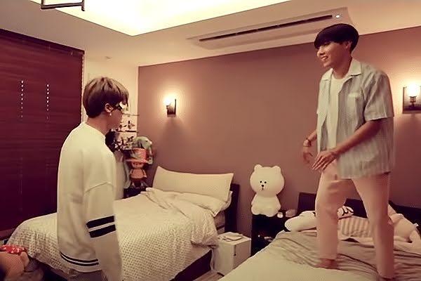 Giàu nứt đố đổ vách nhưng Jimin và J-Hope BTS vẫn cùng nhau làm điều này-1
