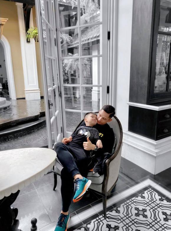 Kỷ niệm 6 năm ngày cưới, Tâm Tít gây sốt với ảnh nóng con trai và ông xã đại gia-2