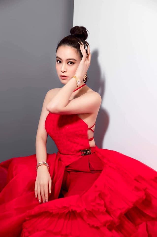 Hoàng Thùy Linh lộ vai u thịp bắp, make-up sến súa trong ảnh dìm hàng-5