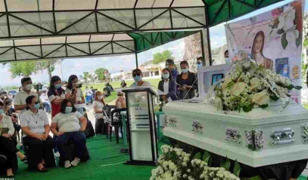Người đẹp Philippines đã được an táng tại quê nhà-2