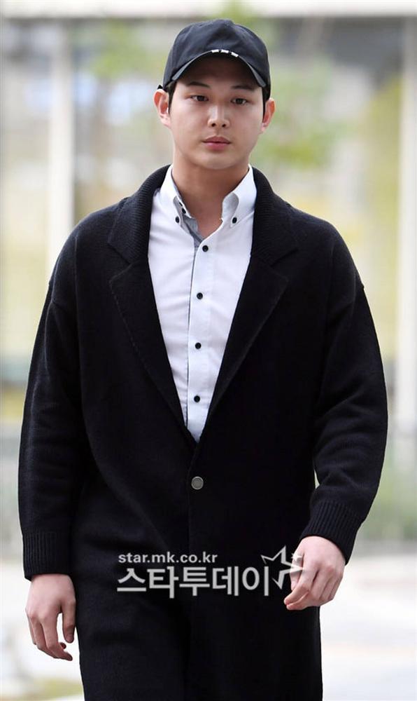 Phim Song Seung Hun từng đóng chính có đến 2 nam diễn viên quấy rối tình dục đồng nghiệp-4
