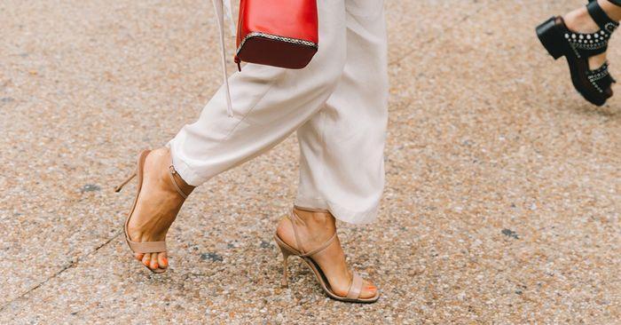 Người có bàn chân rộng nên đi giày gì?-2