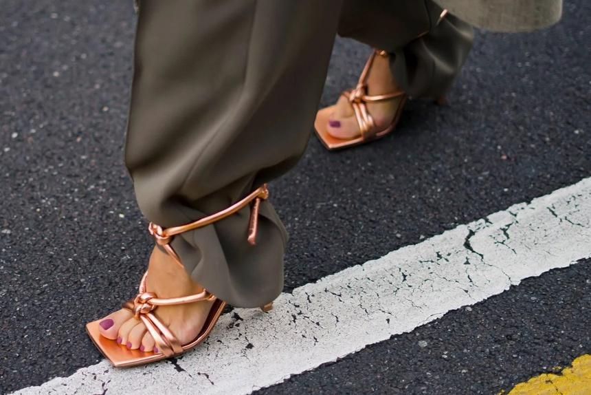 Người có bàn chân rộng nên đi giày gì?-3
