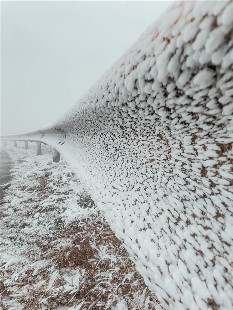 Loạt ảnh tuyết rơi trắng xóa tựa trời Âu tại các điểm du lịch Tây Bắc khiến dân tình phát sốt-11