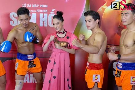 Trương Hồ Phương Nga rạng rỡ bên các võ sĩ 6 múi tại sự kiện ra mắt phim 'Sám hối'