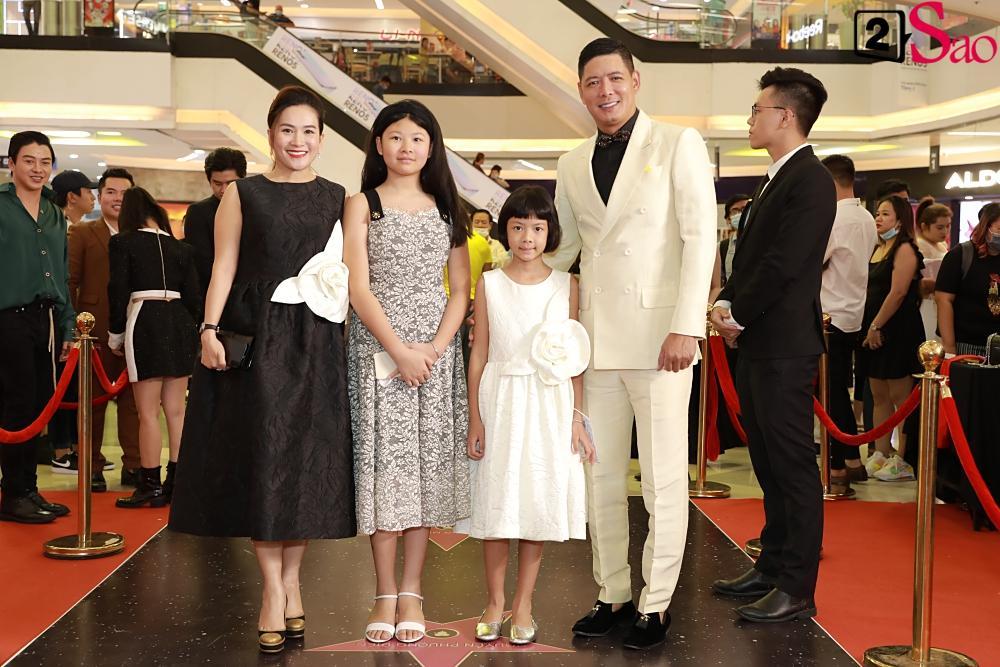 Trương Hồ Phương Nga rạng rỡ bên các võ sĩ 6 múi tại sự kiện ra mắt phim Sám hối-4