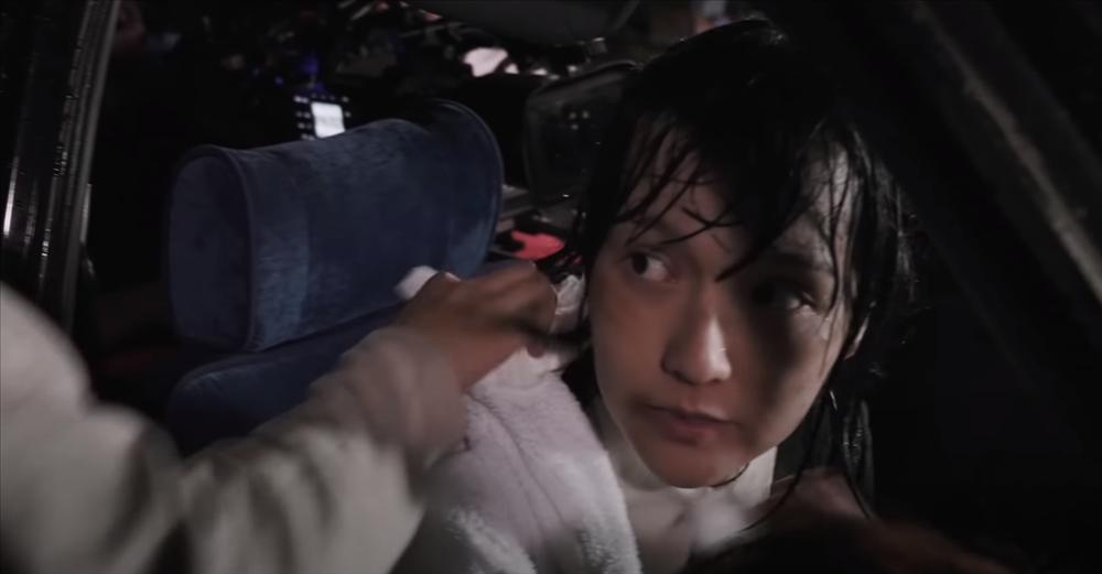 Hải Tú phải quay cảnh dưới mưa khổ sở, Sơn Tùng M-TP đáng nhẽ được về ngủ nghỉ nhưng quyết ở lại-4