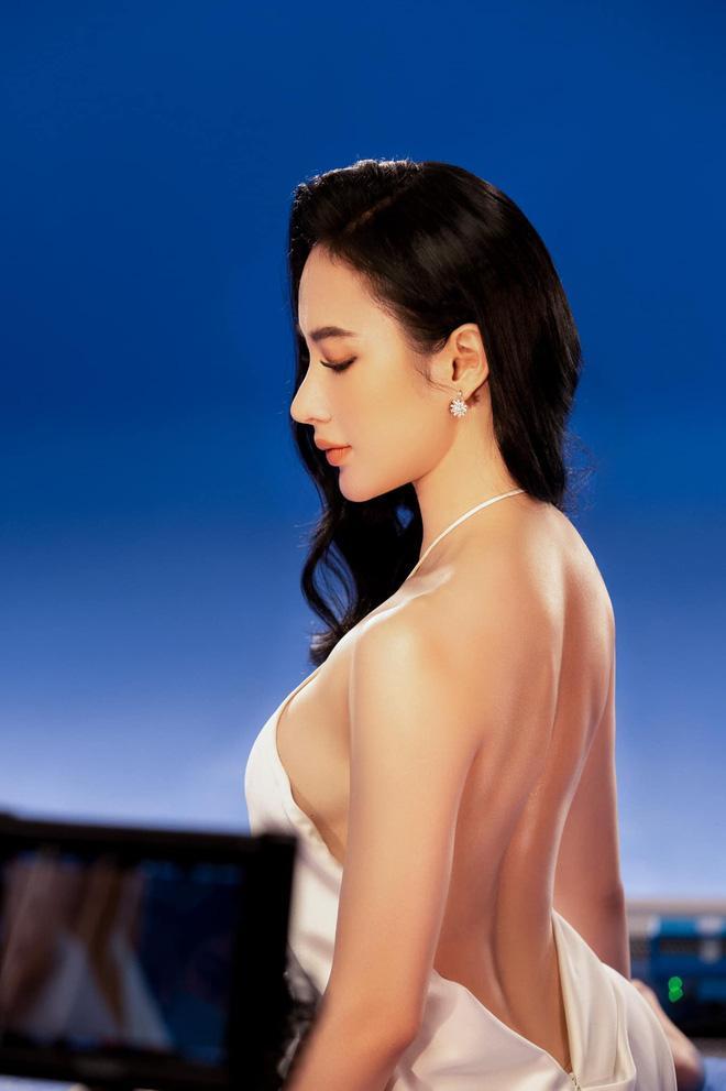 Hết ảnh bán nude, Angela Phương Trinh khoe thềm ngực mơn mởn gây tranh cãi-2