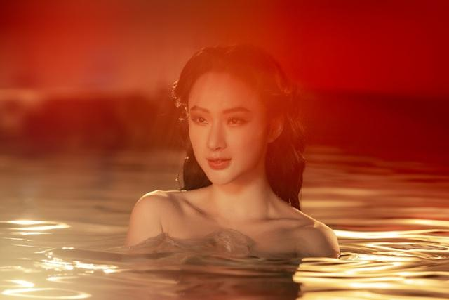 Hết ảnh bán nude, Angela Phương Trinh khoe thềm ngực mơn mởn gây tranh cãi-4