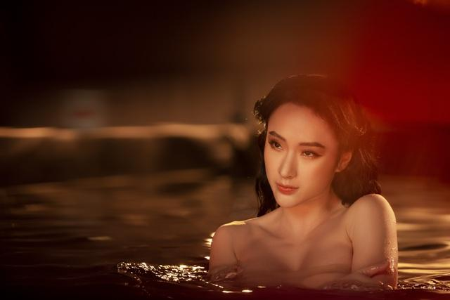 Hết ảnh bán nude, Angela Phương Trinh khoe thềm ngực mơn mởn gây tranh cãi-5