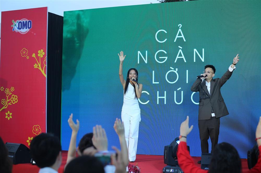 Suboi 'bắt tay' Rhymastic, gửi thông điệp nhân văn trong MV mới-2
