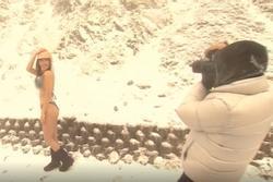 Bất chấp thời tiết lạnh tê tái, cô gái mặc bikini khoe da thịt giữa tuyết rơi